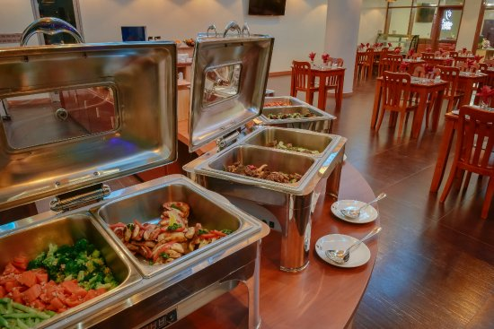 Thulusdhoo Island: Come together at Aveli Restaurant & Grill for buffet breakfast, lunch and dinner