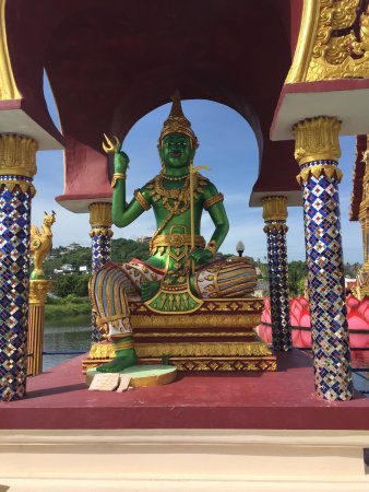 Wat Plai Laem: photo2.jpg