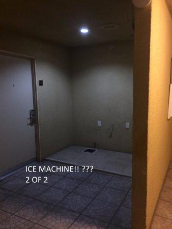 Baymont Inn & Suites By Wyndham: Missing ice machine