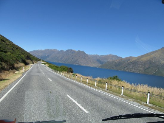 Te Anau, New Zealand: Lake view from the bus