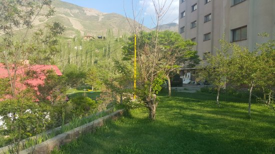Dizin, Iran: hotel court