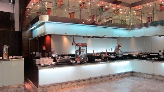 Novotel Bangkok Suvarnabhumi Airport: 朝食のレストラン
