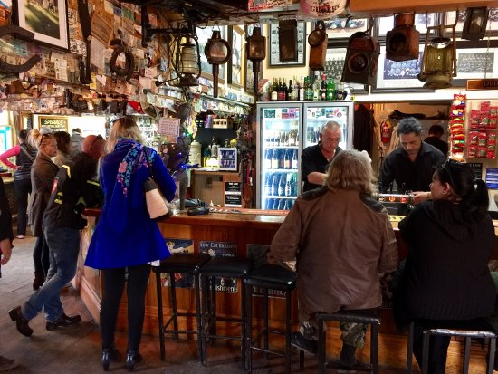 Puhoi, Neuseeland: Inside the pub