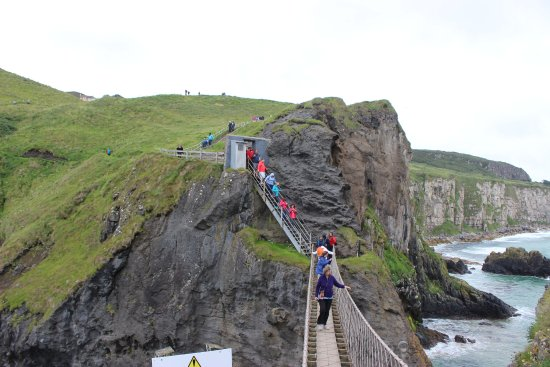 Ballintoy, UK: Beautiful landscapes and huge cliffs. It's a nice long walk with picturesque views.