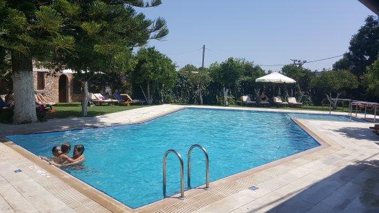 Spilia Village Hotel : 20170808_120909_large.jpg
