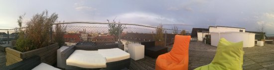 Hotel Cristal : Die chillige Dachterrasse, die auch abends noch zugänglich, aber nicht immer mit Polstern bestüc