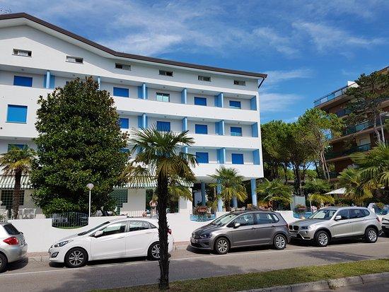 Piscina bild fr n hotel olympia lignano pineta for Piscina hotel olympia
