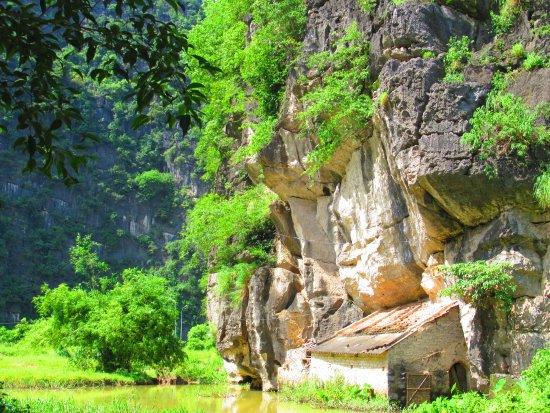 Tam Đảo, Việt Nam: Grothuisje, worden nog steeds bewoond, veelal door de boer van het naastgelegen rijstveld.