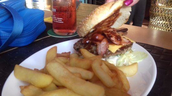 The Red Cow Restaurant & Sports Lounge: The Burger