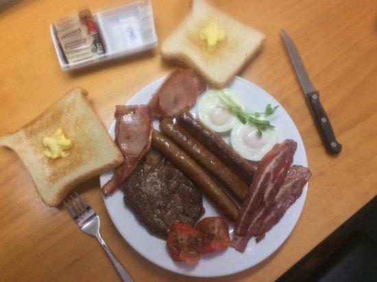 Bundaberg Spanish Motor Inn: My big breaky .... i didnt need lunch !!