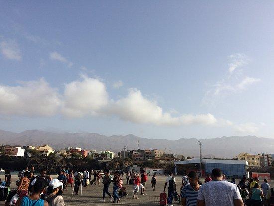 Sao Nicolau, Cabo Verde: Ilha de São Nicolau, Porto Novo, na chegada à ilha de ferry.