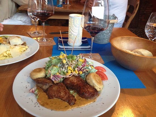 Assamstadt, Duitsland: Von Tartar Chimi-Churi über Chilli-Garnelen bis Salat Sitting Bull mit klasse medium gebratenen