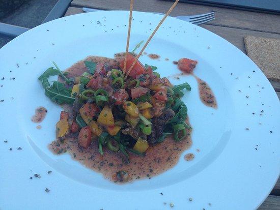 Assamstadt, Germany: Von Tartar Chimi-Churi über Chilli-Garnelen bis Salat Sitting Bull mit klasse medium gebratenen