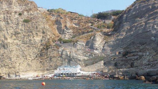 Panza, Italy: Baia di Sorgeto, vista dal mare