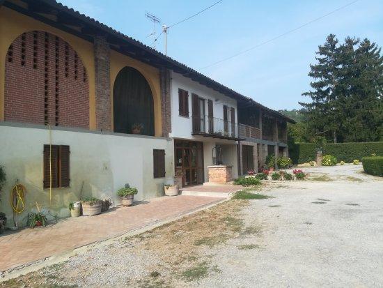 La Morra, Italie : Azienda Agricola Eraldo Viberti
