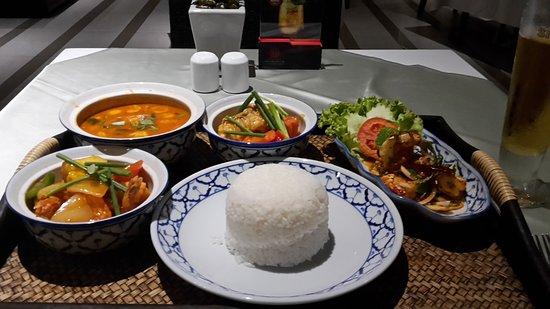Best Western Premier Amaranth Suvarnabhumi Airport : Güstige Thai Menues. Bitte probieren