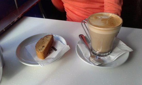 Crows Nest, Australia: Biscotti and Cafe Latte