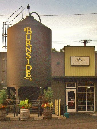 Burnside Brewing Company: The building on Burnside
