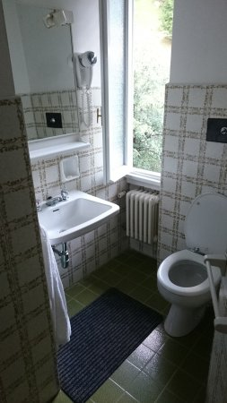 Badezimmer - Photo de Mirabeau, Civenna - TripAdvisor