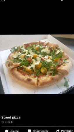 Prevessin Moens, Frankrike: Street pizza