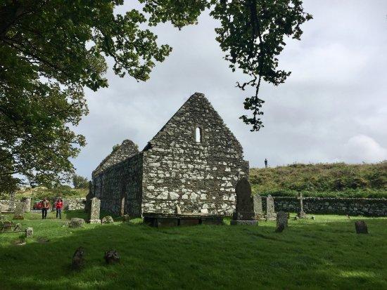 Port Ellen, UK: Church ruins and graveyard