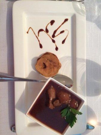 Kohtla, Estland: Фламбированная печень с соусом