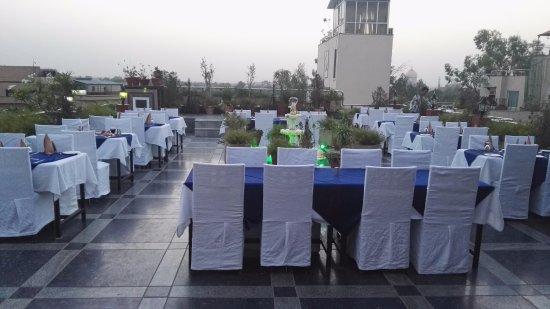 Hotel Taj Resorts: Roof top restaurant