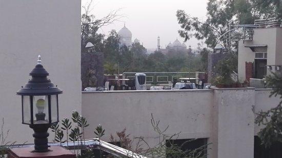 Hotel Taj Resorts: View of Taj Mahal from the roof top restaurant