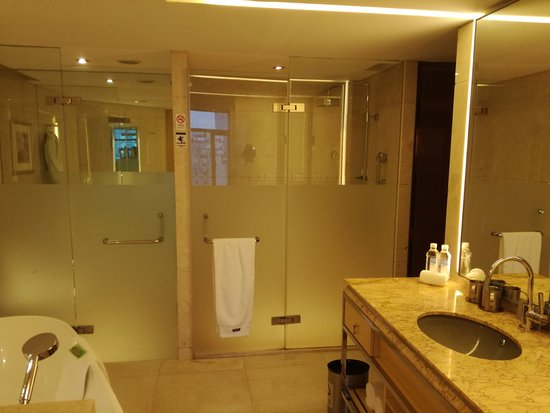 Baño Completo | Bano Completo Con Wc Separado Del Resto Con Ducha Y Banera