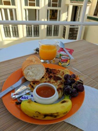 Hotel du Tresor: Fantastic breakfast on the rooftop terrace