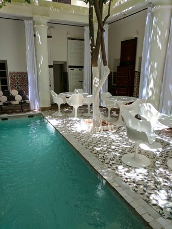 Hotel du Tresor: Inviting plunge pool with plenty of seating to relax by the pool and good wifi access