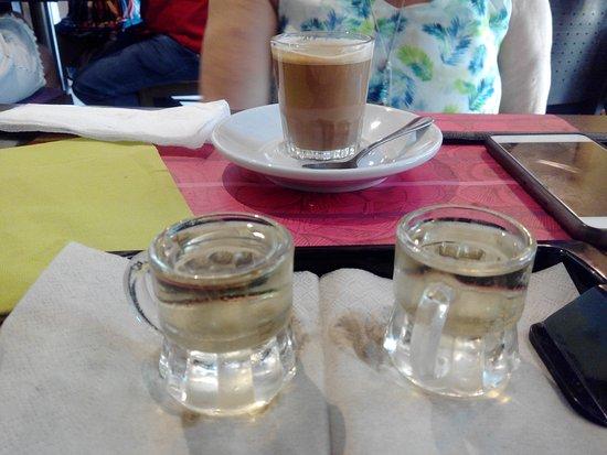 Les Vinyes Restaurant : Chupitos y Café