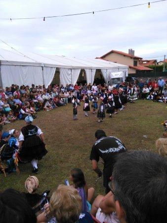 Poo de Llanes, España: Bailes regionales Poo