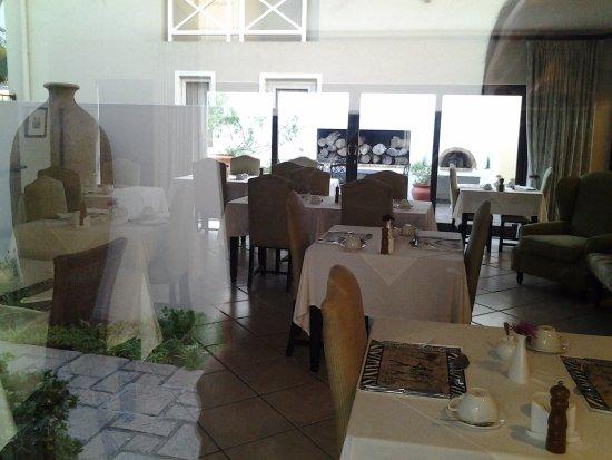 Nautilus Cottage: ....the dinning room
