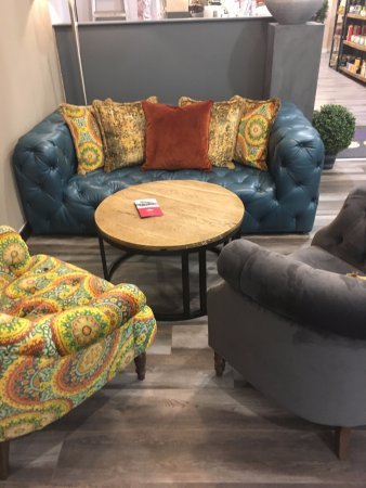 Bo'ness, UK: Relax and have a coffee on one of our comfy Baker Sofa's