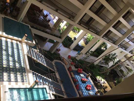 Mauna Lani Bay Hotel & Bungalows: To the restaurants