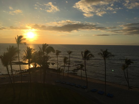 Mauna Lani Bay Hotel & Bungalows: Sunset