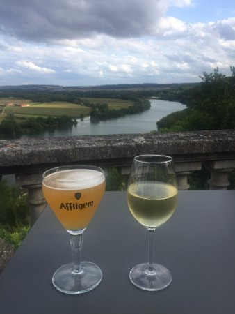 Rolleboise, Frankrike: view from the Chateau terrace