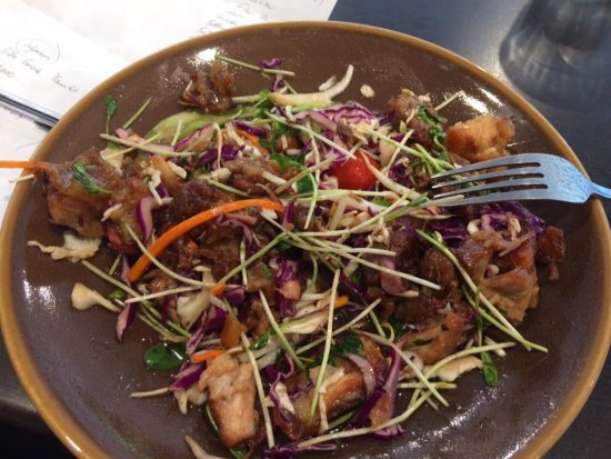 North Tamborine, Австралия: Asian Pork Belly Salad - yum
