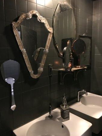 fabbrica trendig schrilles interieur wc