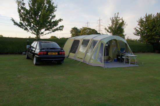 Woodbridge, UK: Level tent pitch