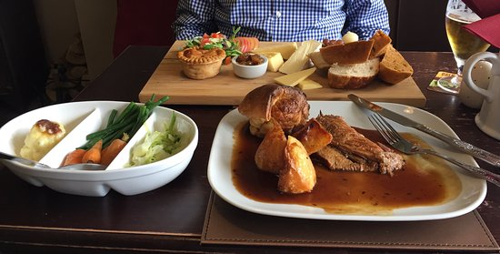 Weaverthorpe, UK: Sunday Lunch
