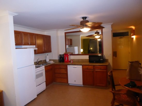 Napili Shores Maui by Outrigger : Fully equipped kitchen and the 2nd fan = but no a/c