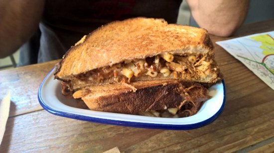 Willows Secret Kitchen: Sandwiche (pâtes , porc...) très bon