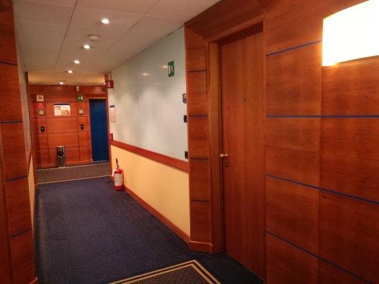 Pacific Hotel Fortino: corridoio davanti alla camera
