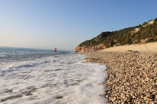 Agios Nikitas, Yunani: Gravel on Milos Beach