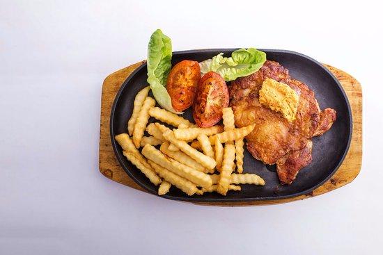 Teluk Intan, Malaysia: highlight : Signature sizzling butter herb chicken chop