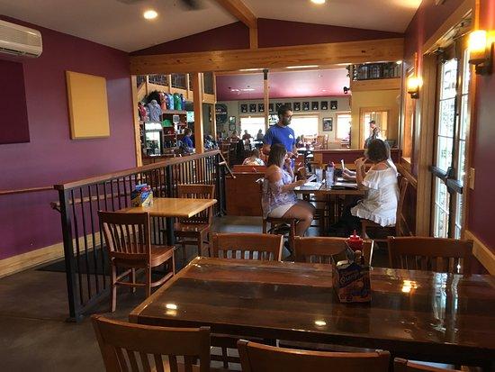 Afton, VA: indoor dining area