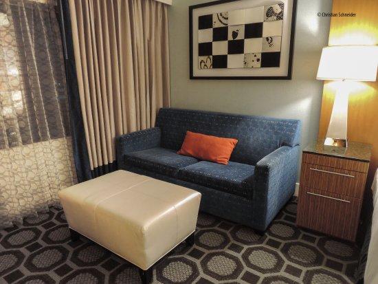 Melville, نيويورك: Quarto cama king com sofá