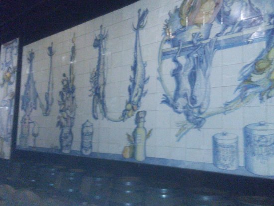 Vila Nogueira de Azeitao, โปรตุเกส: Estágio do vinho. Mistura com Arte e Azulejos